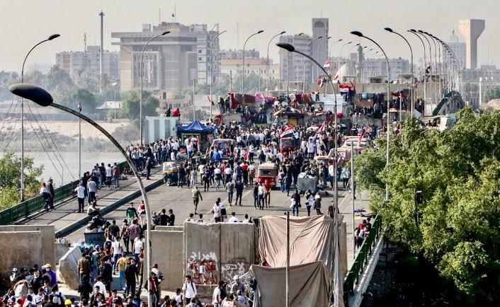 Bağdat'ta eylemcilerin ilerlediği Yeşil Bölge'ye füze