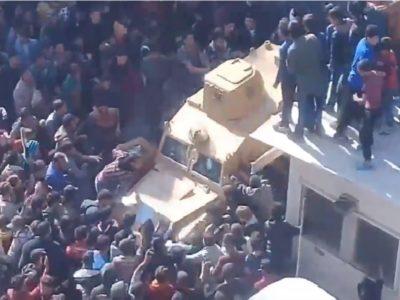 """El-Bab'ta """"Türkler Dışarı"""" diyen protestoculara ateş edildi"""
