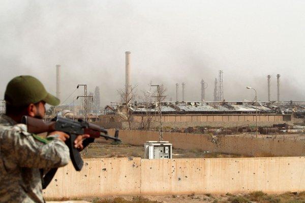 Esad güçleri, Rojava'da bir petrol sahasına girdi