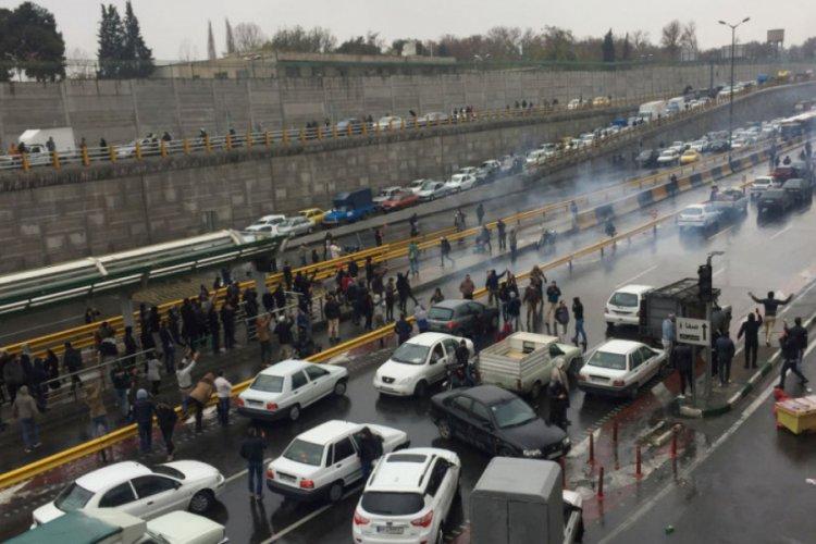 ABD'den İran'a: Halkını ezmeyi sürdürüyor