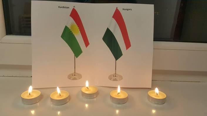 Macaristan'da, Erdoğan'a Kürdistan Bayraklı protesto