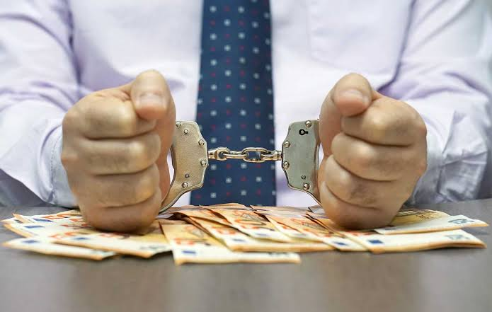 Bakanlar ve savcılara yolsuzluk suçlaması