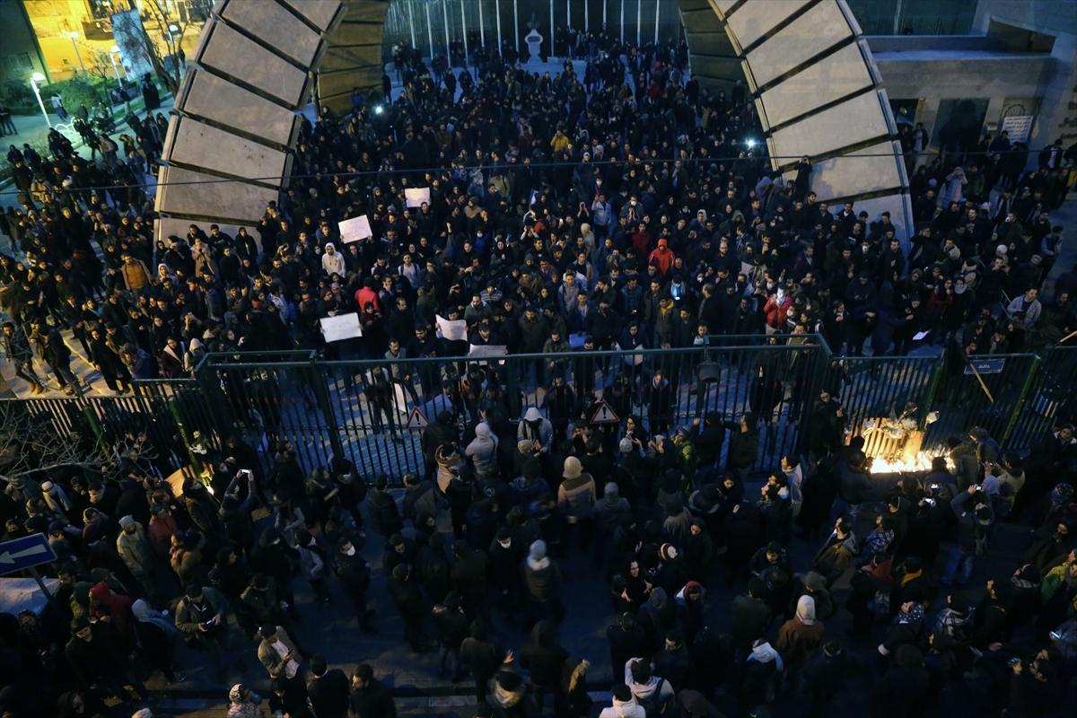 İran'da protesto: İngiltere'nin Tahran Büyükelçisi gözaltına alındı