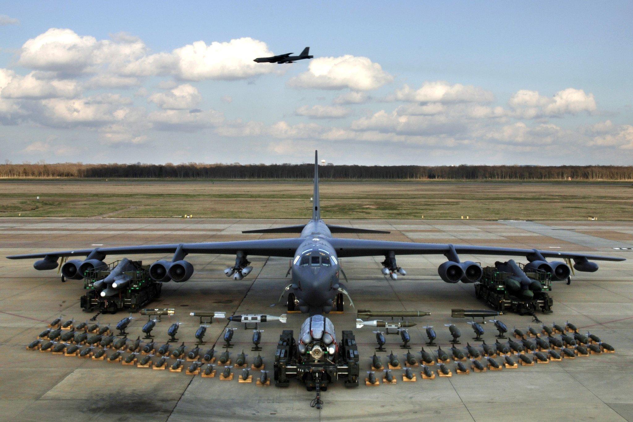 CNN: ABD, B-52 nükleer uçaklarını İran'a karşı yollayacak