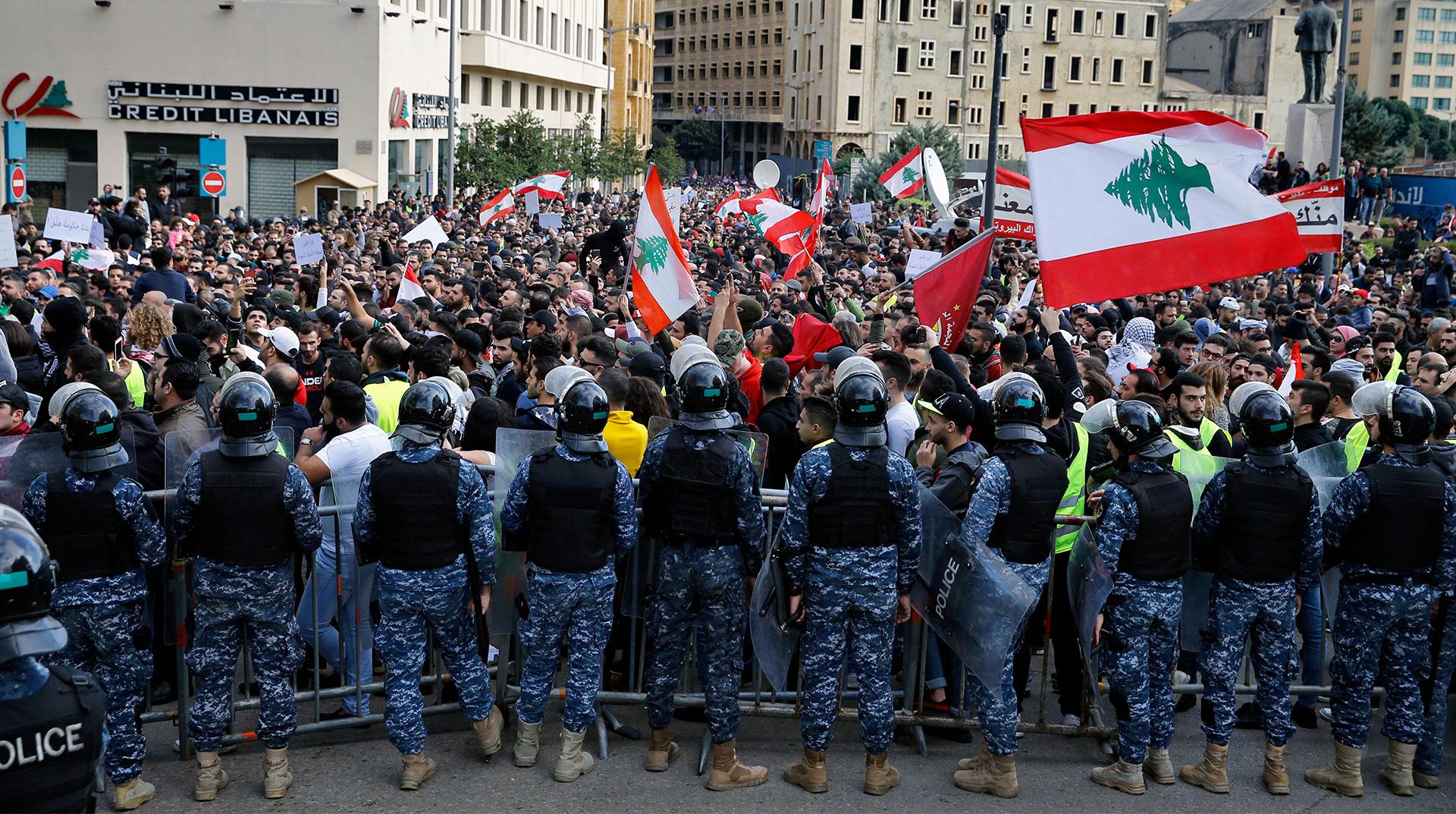 Lübnan'da hükümet karşıtı gösteriler sürüyor: 35 yaralı