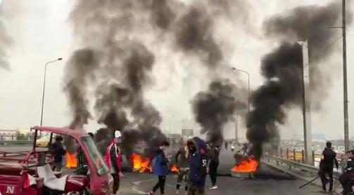 Bağdat'taki gösterilerde el bombası kullanıldı