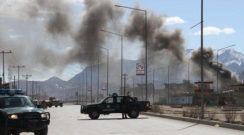 Taliban'dan askeri kampa bombalı saldırı