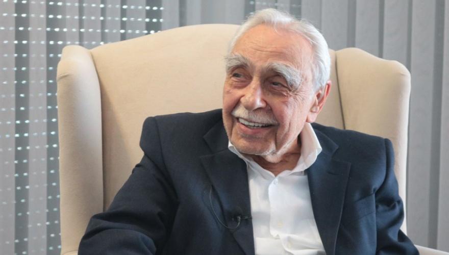Kürt siyasetçi, baba mirasını İsmail Beşikçi Vakfı'na bağışladı