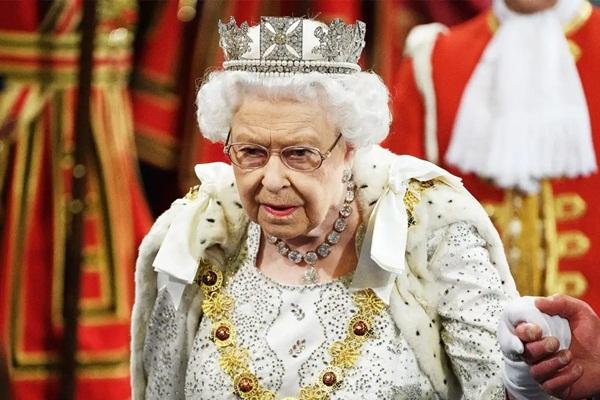 Kraliçe 2. Elizabeth'ten ulusa sesleniş: Coronavirüs çağrısı