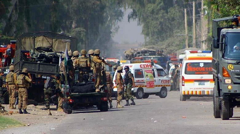 Pakistan'da askerlere bombalı saldırı