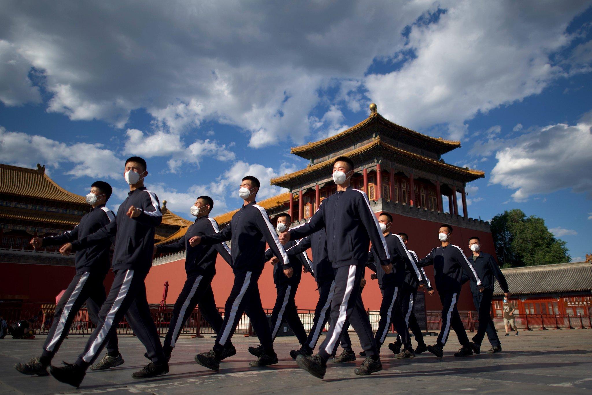 ABD- Çin arasında gerilim tırmanıyor: Öğrencilerin vizeleri iptal ediliyor!