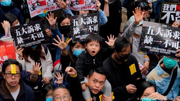 İngiltere'den Çin'e Hong Kong resti: Vatandaşlık veririz!
