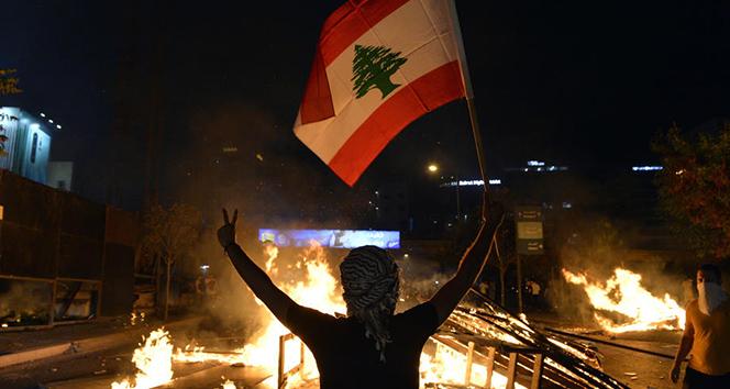 Lübnan'da ekonomik kriz derinleşiyor: Protestolar sürüyor