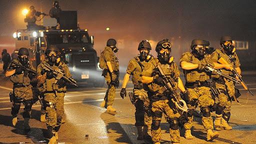 """Trump, """"Ayak takımı sizi parçalayacak, muhafızları çağırın"""""""