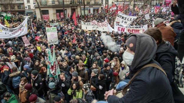 Fransa'da hayatı durduran işçi grevi 2.gününde